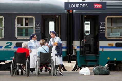 -Lourdes-en-train